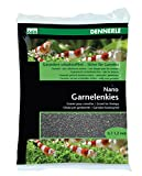 Dennerle Nano Garnelenkies | CO2 beständiger Aquarienkies |Geeignet für Garnelen und Krebse (Sulawesi Schwarz)