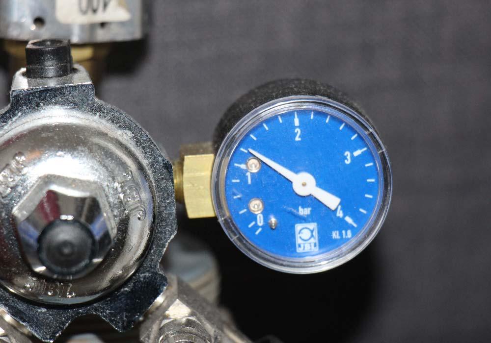 CO2-Druckminderer einstellen: Arbeitsdruck