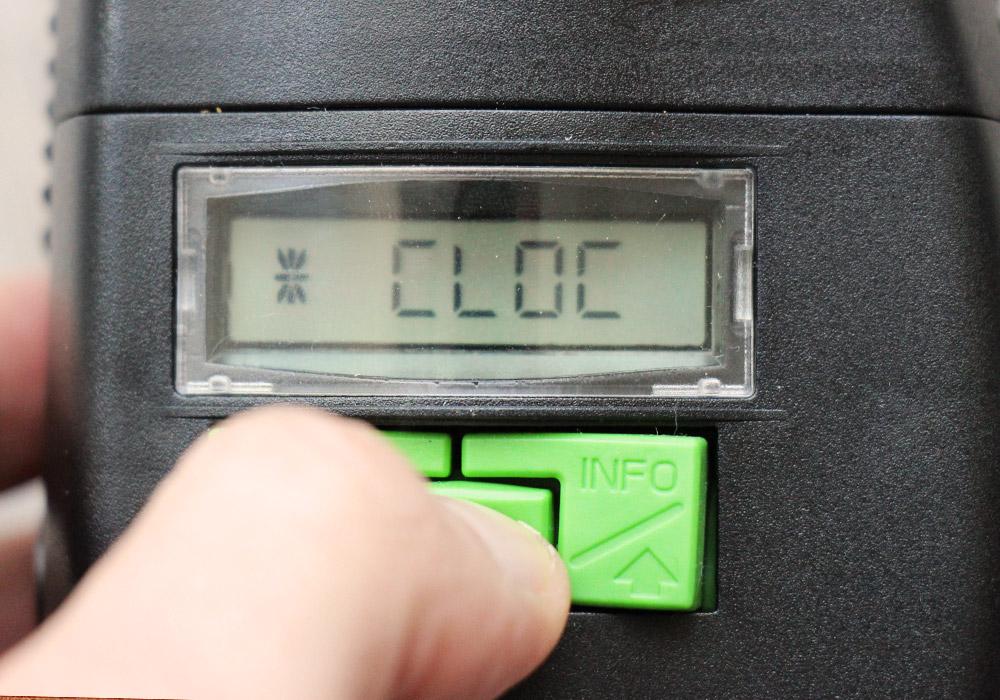 Fütterungszeit am Futterautomat einstellen